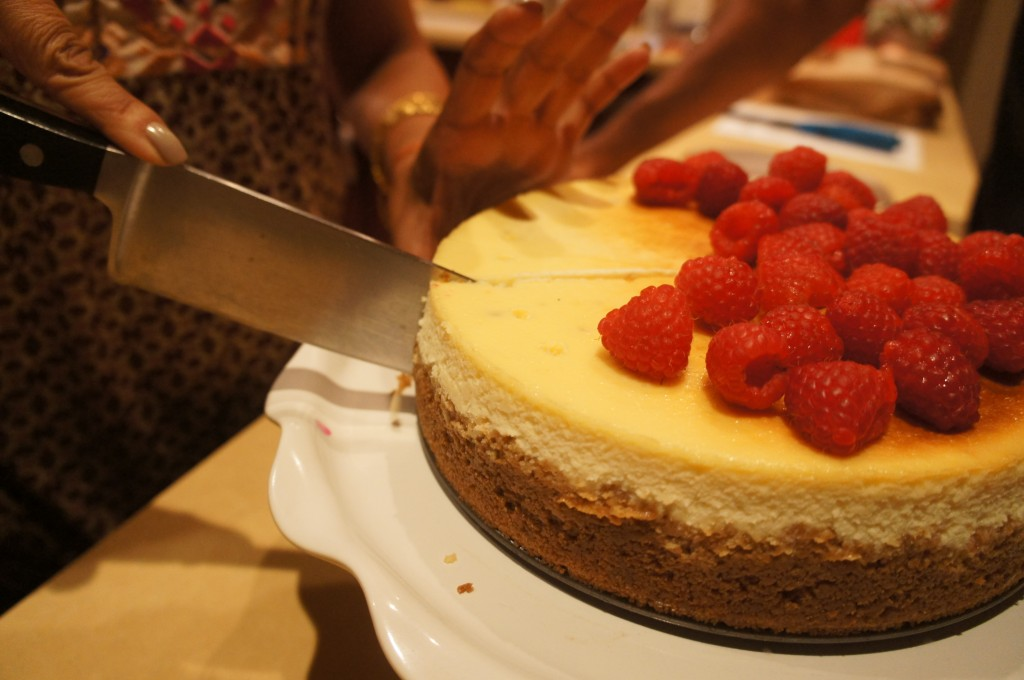 cheesecake being cut